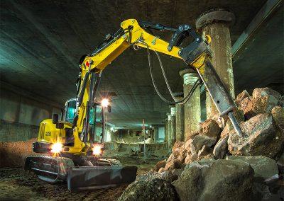 17,600 lbs 15′ 3″ Depth Mini Excavator Triple Boom